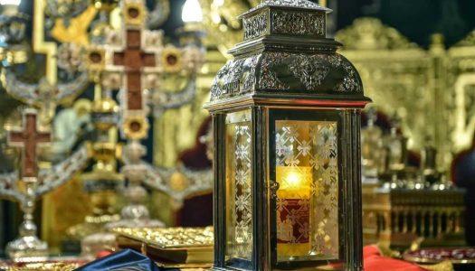 Românii se vor bucura şi anul acesta de prezenţa Sfintei Lumini de la Ierusalim. Când ajunge în ţară