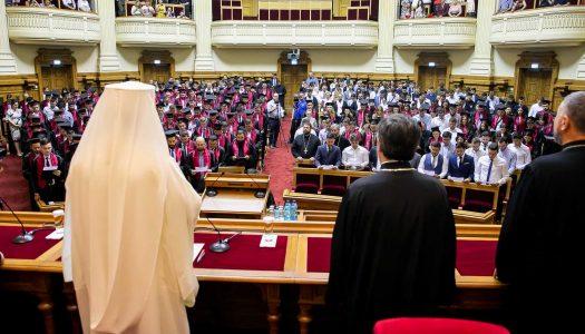 Patriarhul binecuvintează la început de an universitar toți studenții, profesorii și părinții
